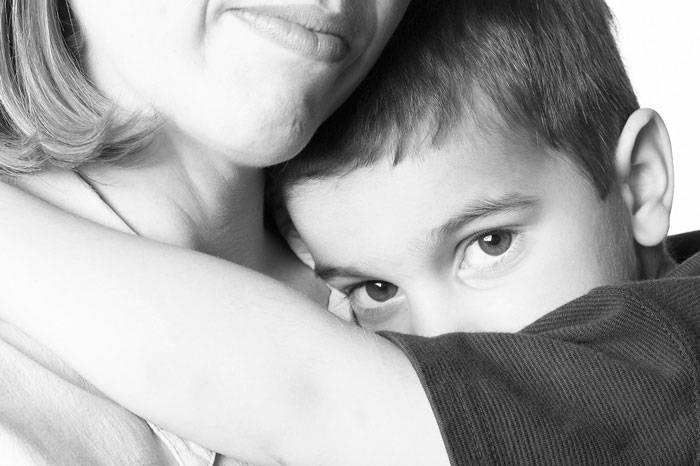 چگونه با کودکان خجالتی برخورد کنیم؟