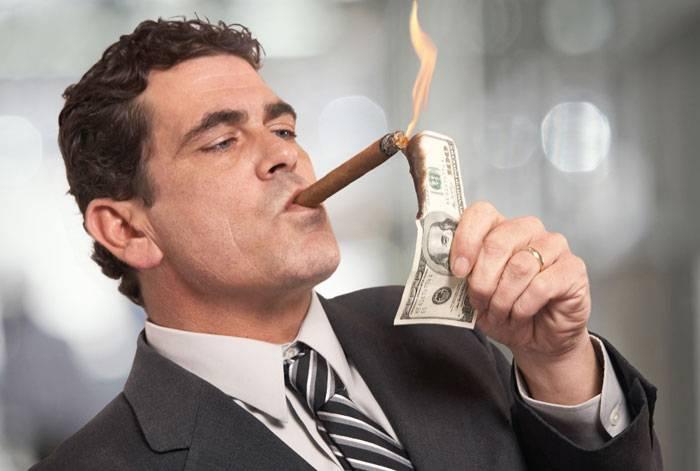 خرج کردن یا سرمایه گذاری؟ فقیر ماندن یا ثروتمند شدن؟ انتخاب با شماست