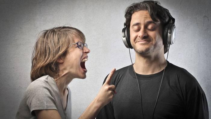 ۲ روش عملی برای افزایش مهارت درست گوش دادن به مخاطب