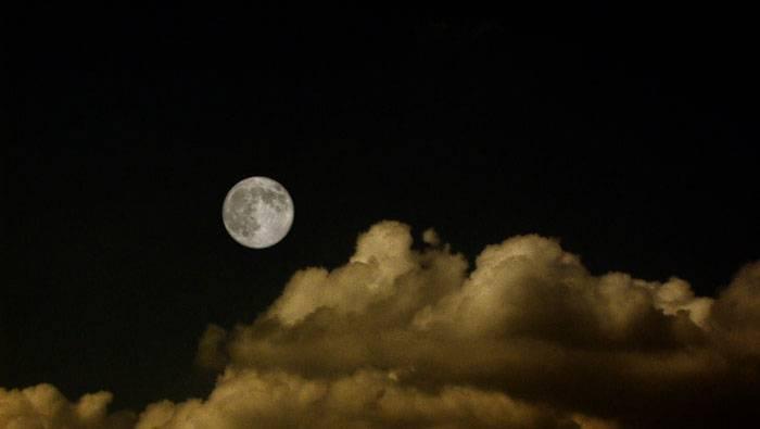 ماه پشت ابر نمیماند