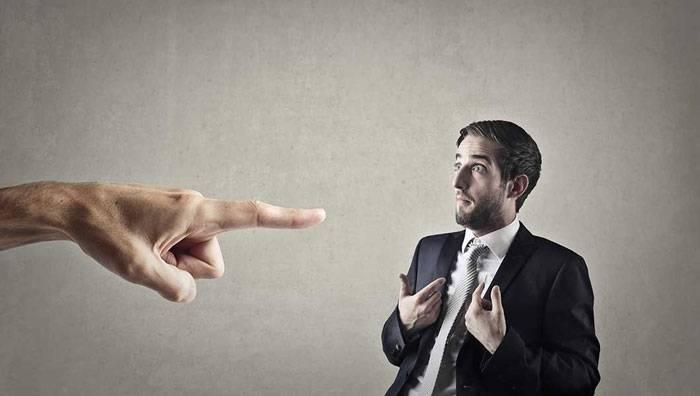 چرا وقتی ناراحت میشویم دیگران را قضاوت میکنیم؟ و چطور قضاوت نکنیم؟