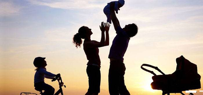 How can we decrease the negative effect of parents and kids age difference?