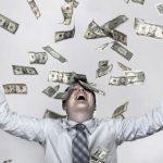 ارتباط پول و شادی چیست؟ آیا پول شادی و خوشبختی میآورد؟