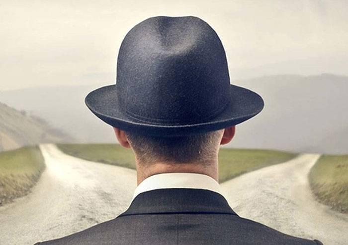 ۴ سوال دکارتی که در تصمیمگیری درست به شما کمک میکند