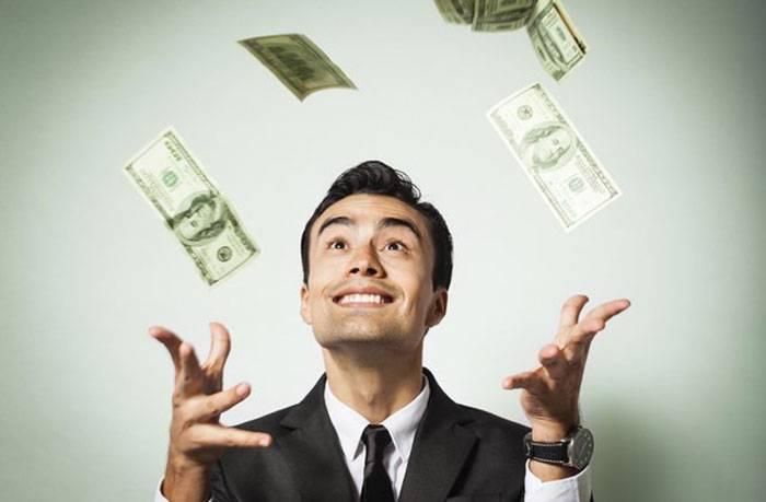 خرید شادی با پول: سفر یا خرید وسایل جدید، کدام انتخاب بهتریست؟