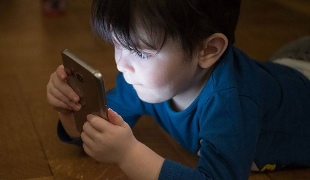 آیا کودکان باید از لوازمی مثل موبایل استفاده کنند؟