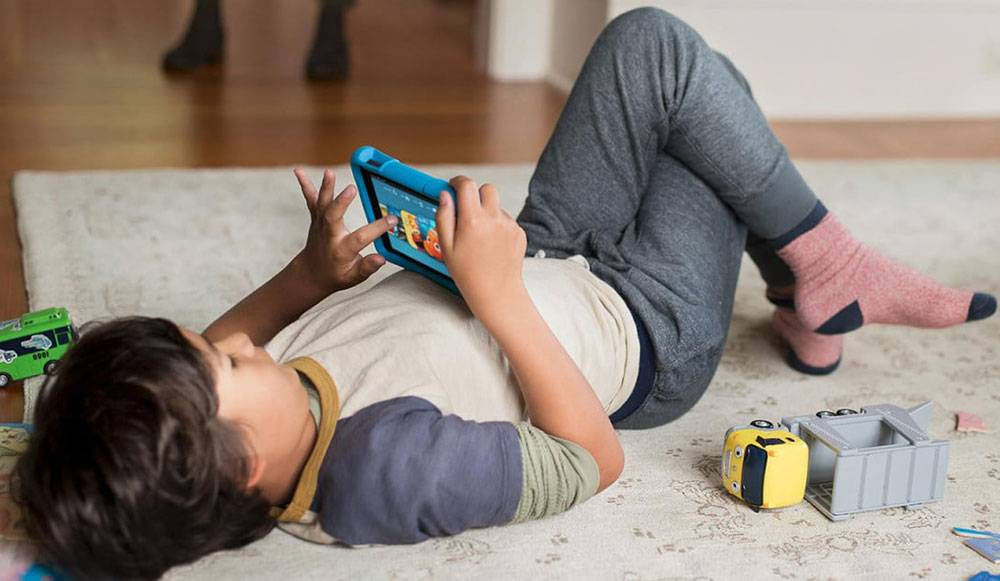 سن دادن موبایل به کودکان